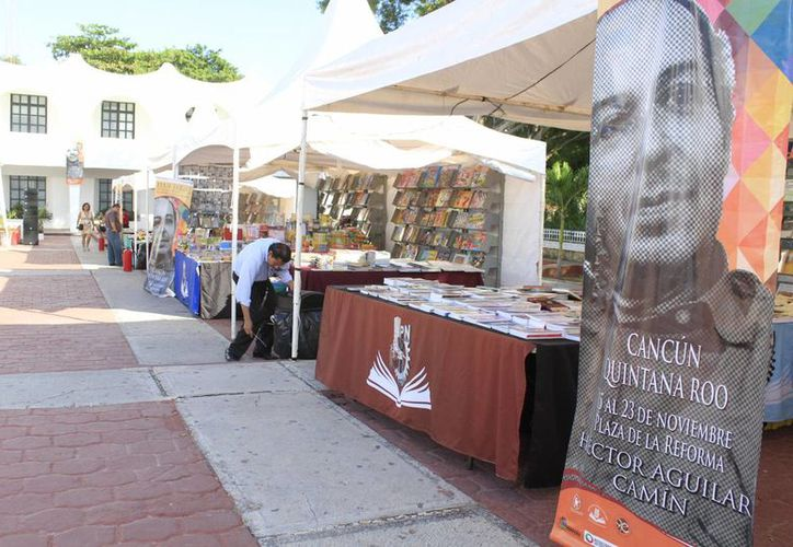 Se ofertan más de 35 mil ejemplares en la Plaza de la Reforma. (Sergio Orozco/SIPSE)