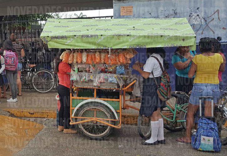 Indican que el comercio en la vía pública ha crecido. (Jesús Tijerina/SIPSE)