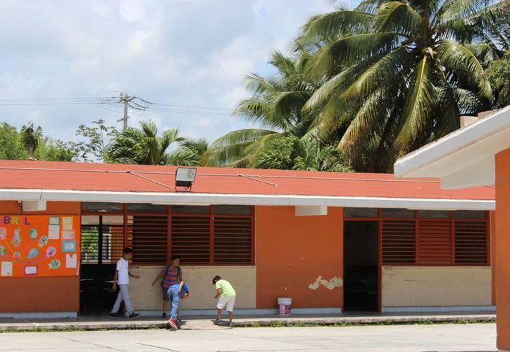 Las autoridades de Tulum revisarán la seguridad en los edificios que serán refugios anticiclónicos. (Sara Cauich/SIPSE )