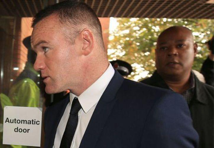 Wayne Rooney se declaró culpable de conducir por encima de los límites del alcohol. (AP).