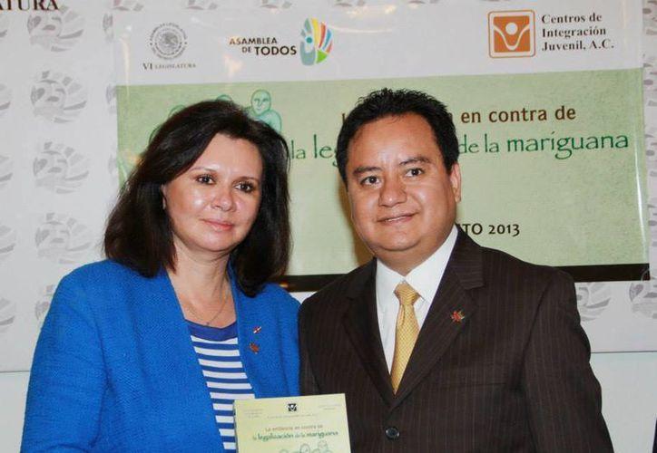 Carmen Fernández, directora del CIJ, señaló que los consumidores ponen en riesgo su integridad física. (Facebook/Centros de Integración Juvenil)