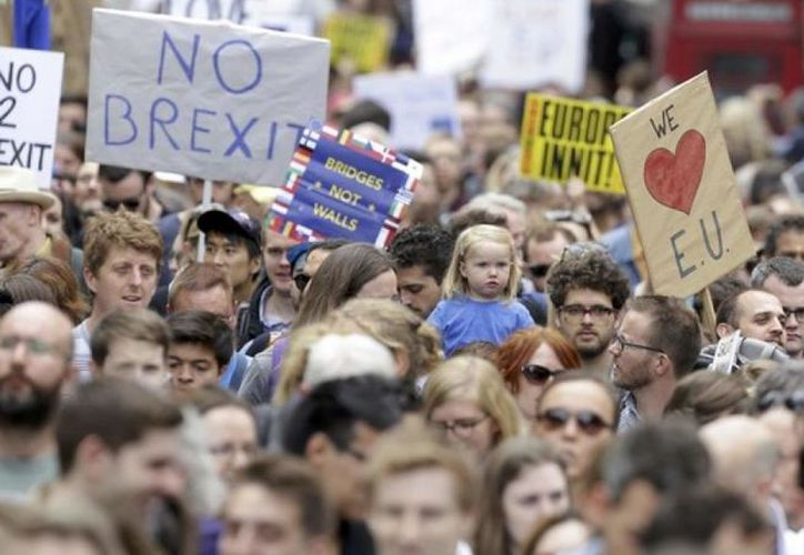 Ciudadanos en contra de la salida del Reino Unido de la Unión Europea. (rfi.fr)