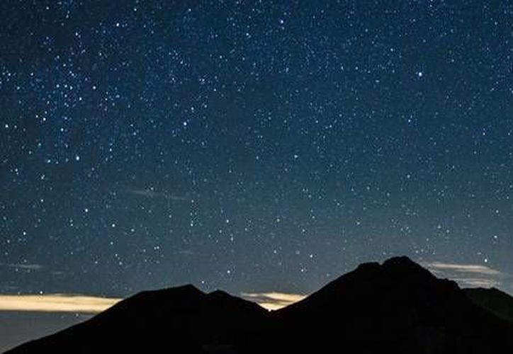 La lluvia de estrellas que se registrará del 11 al 13 de agosto podría ser la tercera más copiosa del año. (SIPSE)