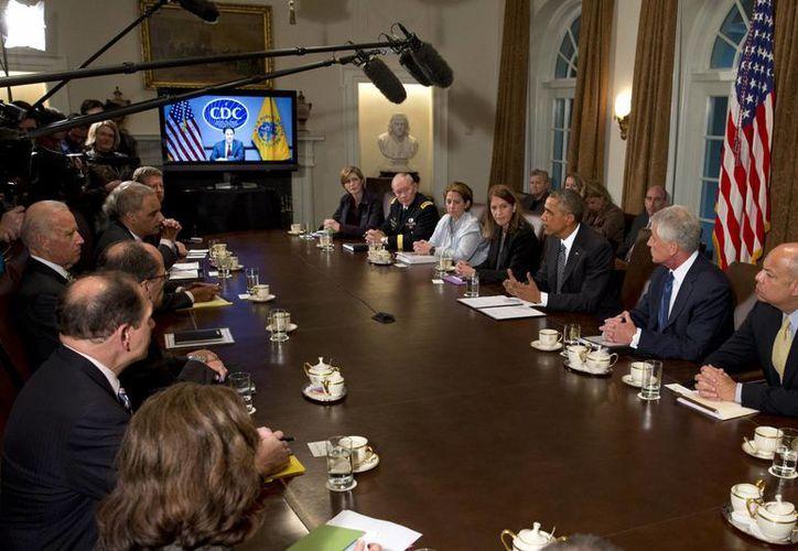 Aspecto de la videoconferencia que sostuvo Barack Obama con el primer ministro británico David Cameron, el presidente francés Francoise Hollande, la canciller federal alemana Angela Merkel, y el primer ministro italiano Matteo Renzi. (Foto: AP)