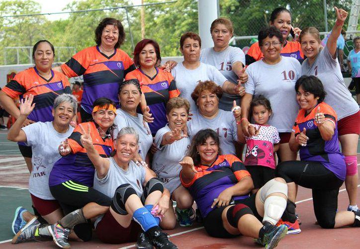 Más de 20 equipos nacionales forman parte del contingente que busca el título del segundo torneo de cachibol. (Ángel Villegas/SIPSE)