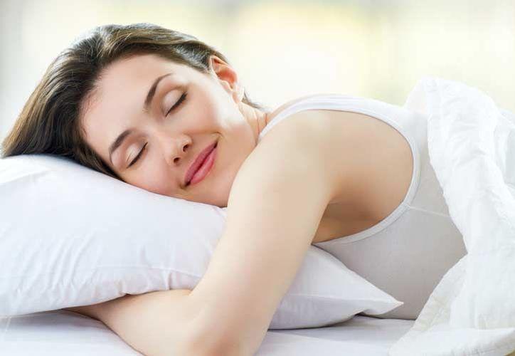 Lo mínimo que los seres humanos deben dormir son ocho horas.  ( Portal Vida Sana).