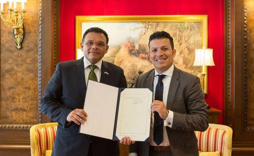 Yucatán se sumó a las acciones internacionales contra el cambio climático, luego de que el gobernador Rolando Zapata (izq) firmó un convenio. (yucatan.gob.mx)
