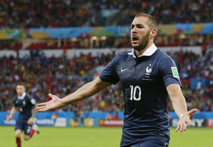 El francés Karim Benzemá se unió este domingo a los líderes de goleo en el Mundial Brasil 2014. (AP)