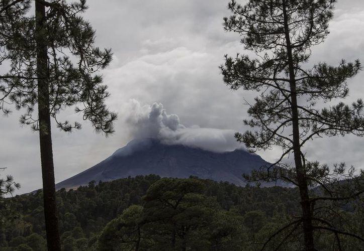 Las autoridades mantienen aviso de precaución en un radio de 12 kilómetros alrededor del Popocatépetl. (Notimex)