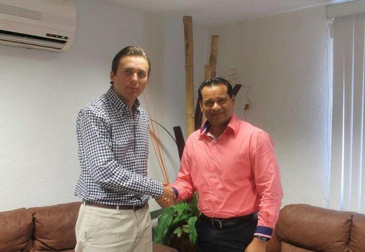 Gaspar Armando García Torres y el Presidente de la Comisión de los Derechos Humanos de Quintana Roo, Harley Sosa Guillen. (Redacción/SIPSE)