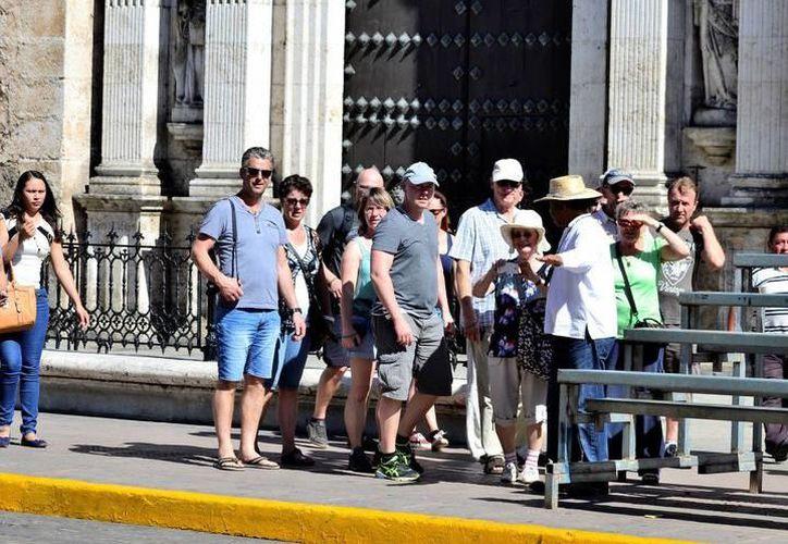 En promedio, el año pasado cada hora llegaron más de tres mil 100 personas a los centros turísticos y la capital yucateca. (SIPSE)