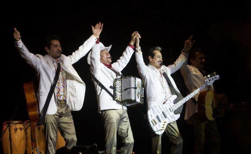 La banda originaria de Sinaloa mantuvo la fiesta en su apogeo. (Notimex)