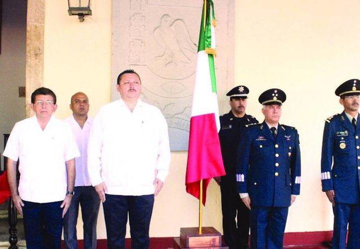 El alcalde Roger Alcocer Garcían encabezó las guardias. (SIPSE)
