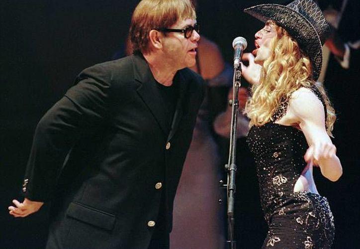 Elton John se acercó a Madonna con una nota. (dailymail.co.uk/Archivo)