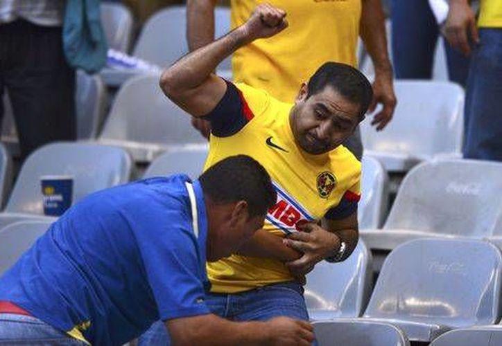 Las comisiones de Justicia y Deporte de la Cámara de Diputados tienen lista ya la iniciativa para erradicar la violencia de los recintos deportivos del país. (Mexsports.com)