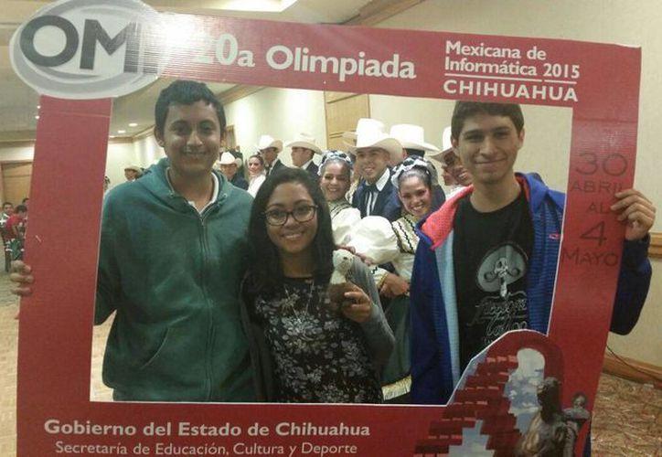 Los jóvenes recibieron la medalla de bronce por su desempeño en la olimpiada. (Benjamín Pat/SIPSE)