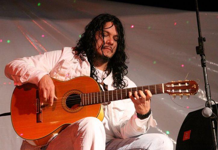 'Tequila Sunrise' es el nombre de la gira con que el guitarrista mexicano se presenta hoy. (SIPSE)