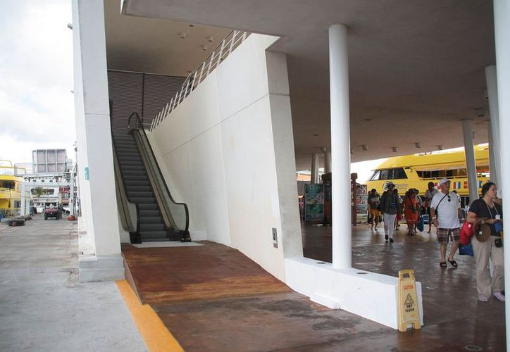 Informan que la escalera eléctrica tuvo un costo de 1.5 millones de pesos. (Julián Miranda/SIPSE)