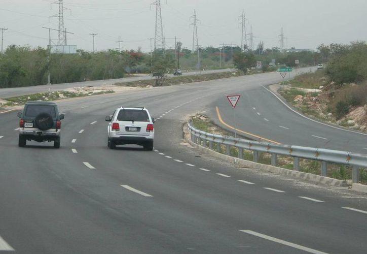 En el  paquete económico de la Federación 2016 se considera la construcción de los distribuidores viales de Tixkokob, por 37 mdp, y el de la calle 39, por 94 mdp, ambos en el periférico de Mérida para dejar esa vía libre de semáforos. (Archivo/SIPSE)