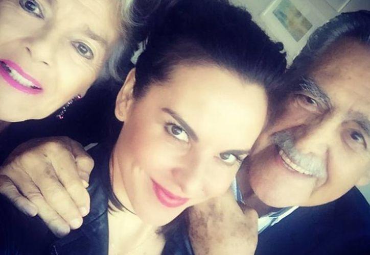 La imagen que publicó la actriz Kate del Castillo con Eric y Kate Trillo. (Instagram Kate del Castillo)