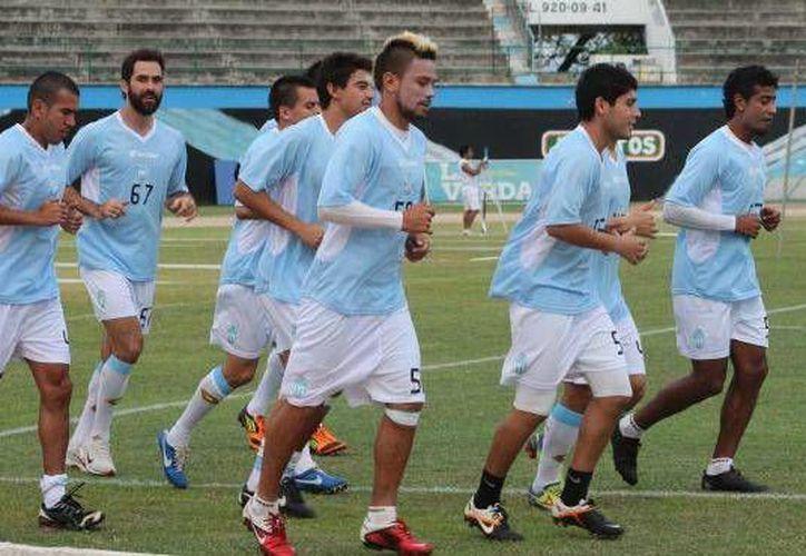 El CF Mérida, con nuevos refuerzos, venció 3-1 a Inter de Playa dentro de su preparación para el próximo torneo. (Milenio Novedades/Foto de archivo)