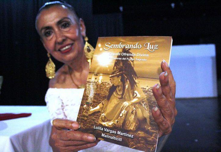 """Lolita Vargas Malinalticitl está promocionando su libro titulado """"Sembrando luz"""". (Octavio Martínez/SIPSE)"""