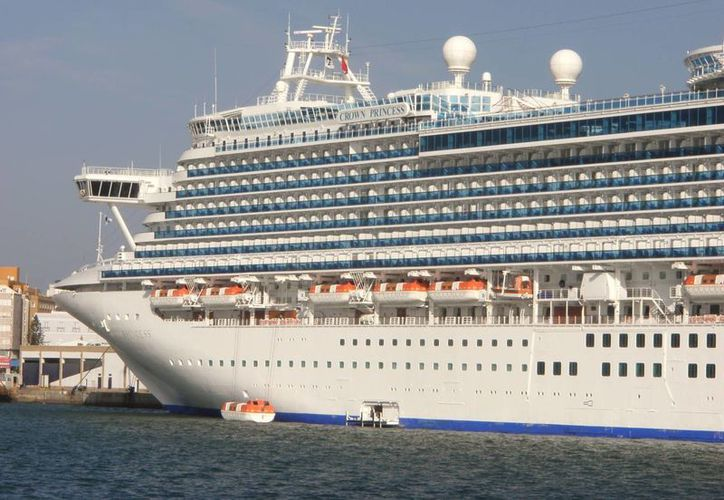 Pese a la contingencia sanitaria, la tripulación del Crown Princess planea continuar la ruta planeada. (cruisemates.com)