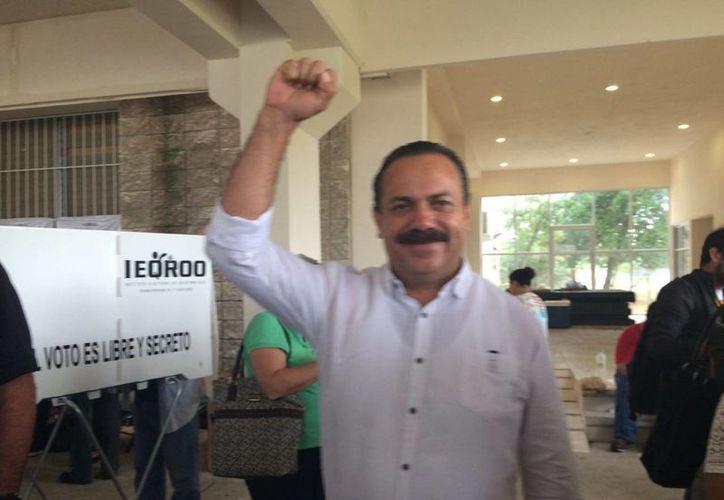 Julián Ricalde festeja su participación. (Teresa Pérez/SIPSE)