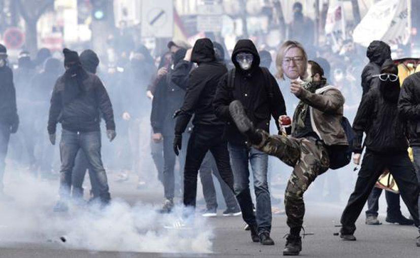 La policía ha utilizado la fuerza para frenar las inconformidades. (El Comercio)