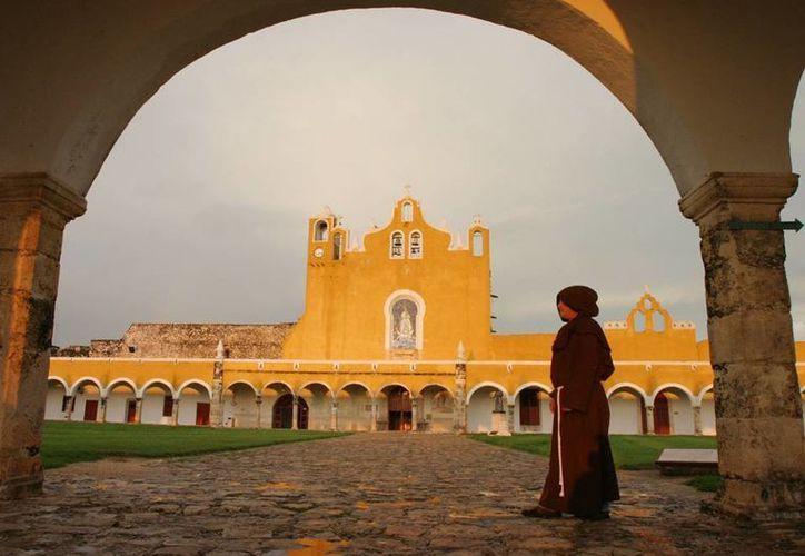Habitantes de Izamal han reportado recientemente casos paranormales, como un misterioso monje paseando por los pasillos del convento de San Antonio de Padua. (Archivo/SIPSE)
