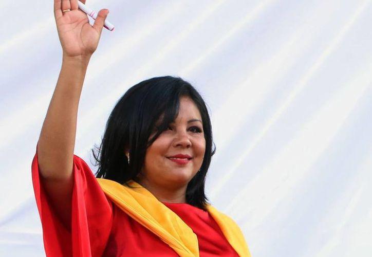 Gisela Mota, alcaldesa de Temixco, fue asesinada por Los Rojos, asegura el gobernador de Morelos, Graco Ramírez. La imagen es de su toma de protesta, 24 horas antes de que la mataran. (AP)