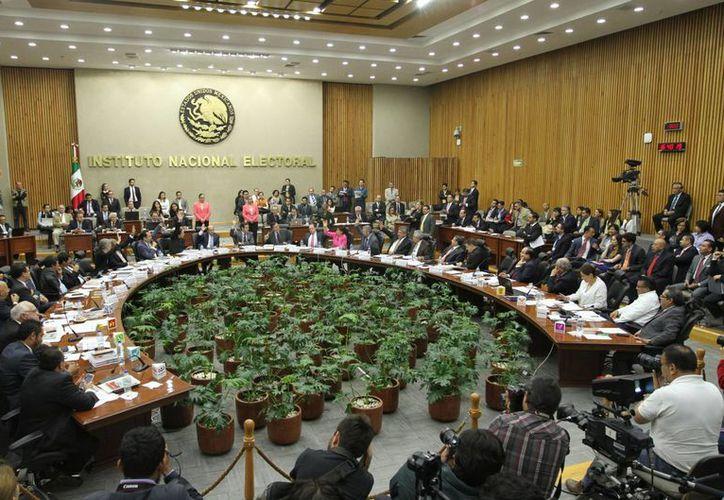 El INE impuso al PVEM una sanción de 107 millones 485 mil 237 pesos, que fue triplicada debido a la gravedad de las faltas cometidas. (Notimex)
