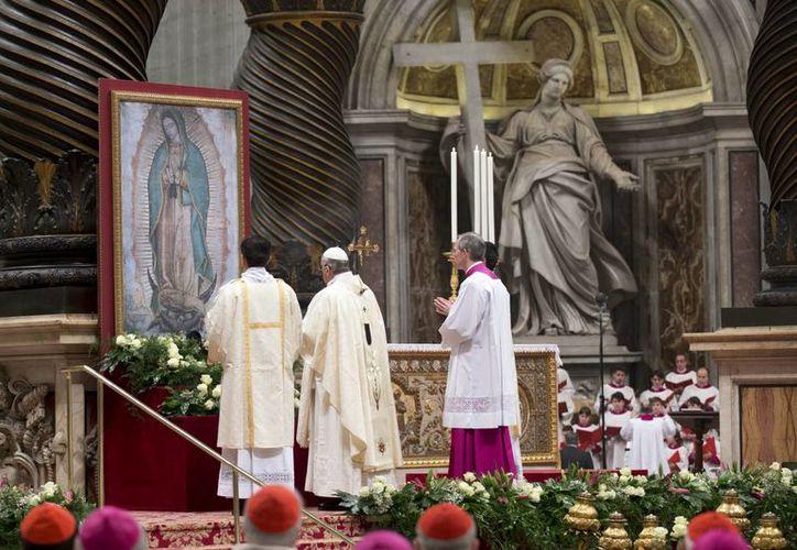 El Papa Francisco celebra una misa con motivo de la fiesta de Nuestra Señora de Guadalupe en la Basílica de San Pedro en el Vaticano. (Agencias)