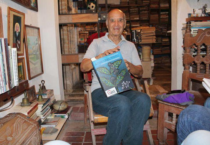 Sus más recientes colaboraciones las publicó en el Novedades Chetumal. (Ángel Castilla/ SIPSE)