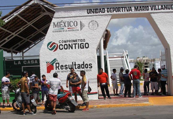La afición playense, se quedo con las ganas de ver el partido amistoso que estaba pactado para llevarse a cabo en el estadio Mario Villanueva. (Rafael Acevedo/SIPSE)