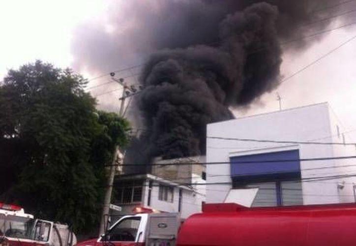El siniestro ocurrió en la factoría de aerosoles Proval, en la colonia Progreso del Sur. (Milenio)