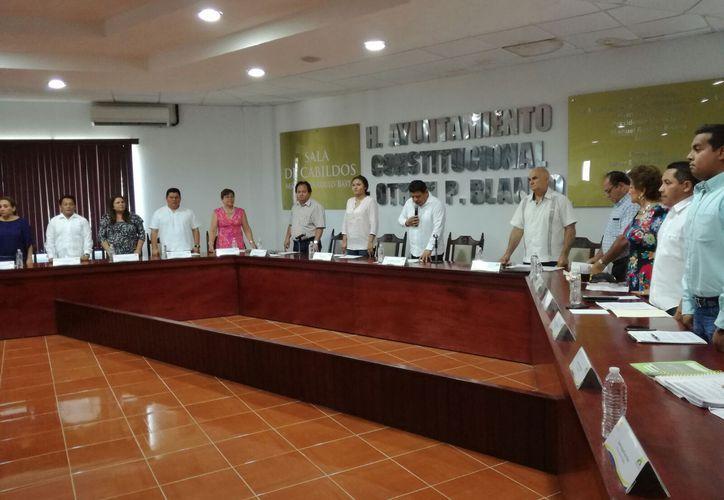 En sesión, los regidores aprobaron que se realicen convenios de pago y la síndico ordenó que se inicie un procedimiento legal.
