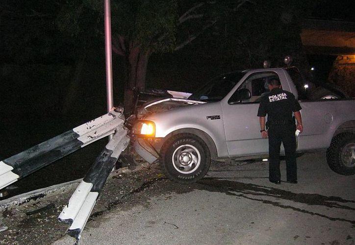 El accidente del Ford ocurrió a la altura de la avenida Champagnat. (SIPSE)
