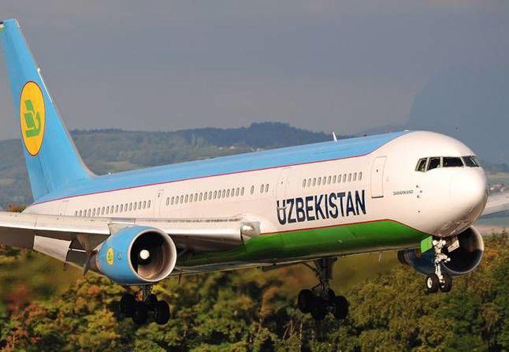 Uzbekistan Airways informó en una publicación que el pesaje a pasajeros se hará después de pasar el check-in y antes de abordar el avión. (jetphotos.net)