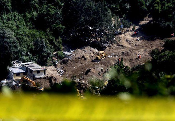 Vista general del área de deslave que dejó 253 muertos en El Cambray II, Guatemala. (EFE)