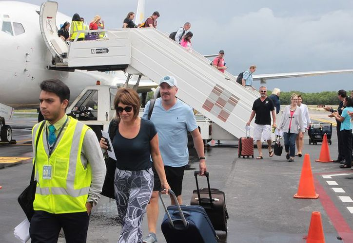 Recibe la Isla de las Golondrinas a 151 pasajeros de Swiftair. (Gustavo Villegas)
