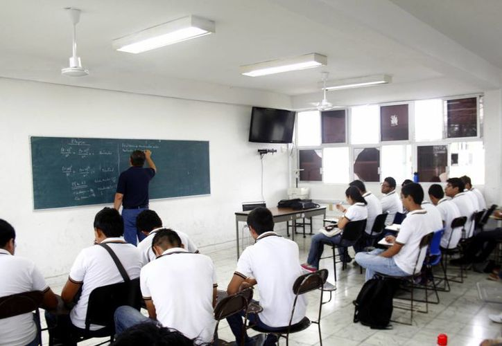 Buena parte de los universitarios acude a clases regulares. (Milenio Novedades)