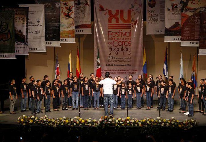 Imagen de una de las actividades del XV Festival de Coros en el Teatro 'Peón Contreras'. (Milenio Novedades)