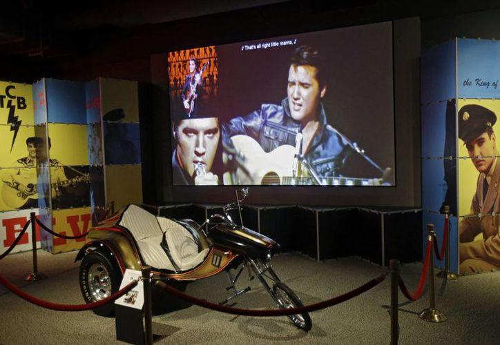 En la muestra se encuentra una motocicleta SuperTrike de 1975 hecha especialmente para Elvis Presley. (Agencias)
