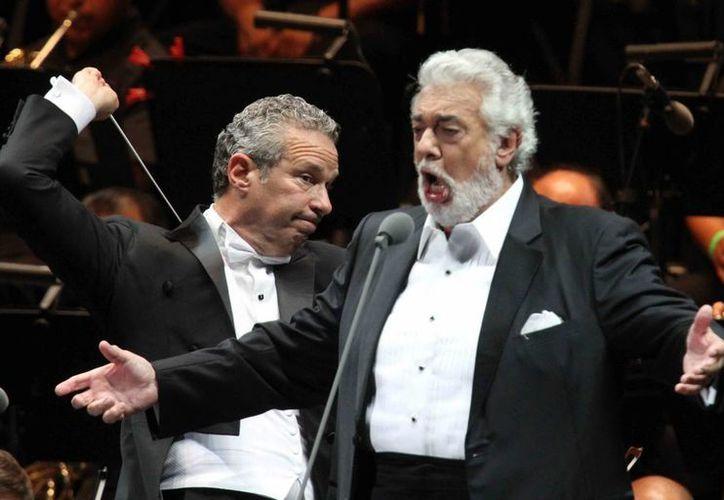 El tenor español ofreció un magno concierto que inauguró el Arena Teques en Morelos. (Notimex)