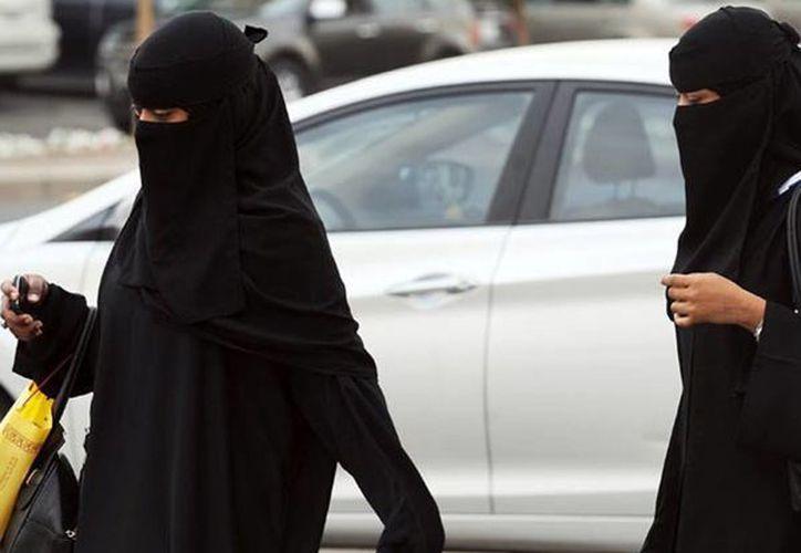 Cada vez ganan más espacios las mujeres en Arabia Saudita. (Agencias)