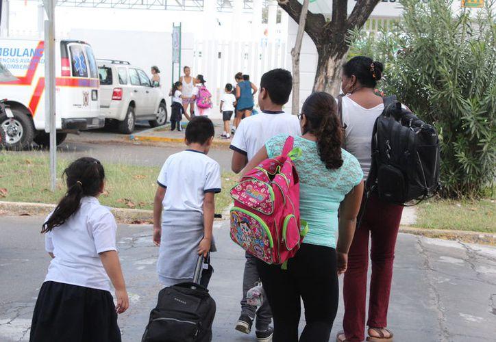 Los alumnos que ya están en una escuela y sólo van a pasar de año tiene el pase automático al grado siguiente. (Joel Zamora/SIPSE)