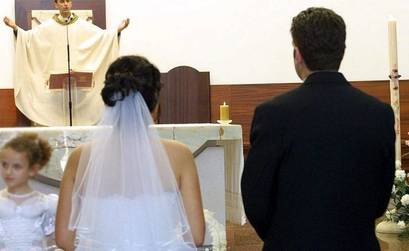 La Fiscalía investiga la situación de estas personas, que aseguran nunca haber firmado un acta de matrimonio pero aun así aparecen casadas con extranjeros. (EFE/Archivo)