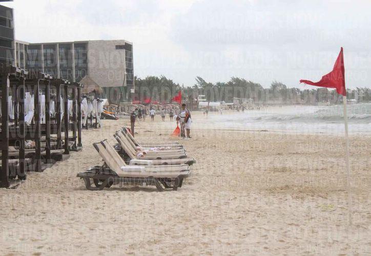 Las playas estuvieron semivacías ayer domingo, producto de los nublados. (Adrián Barreto/SIPSE)