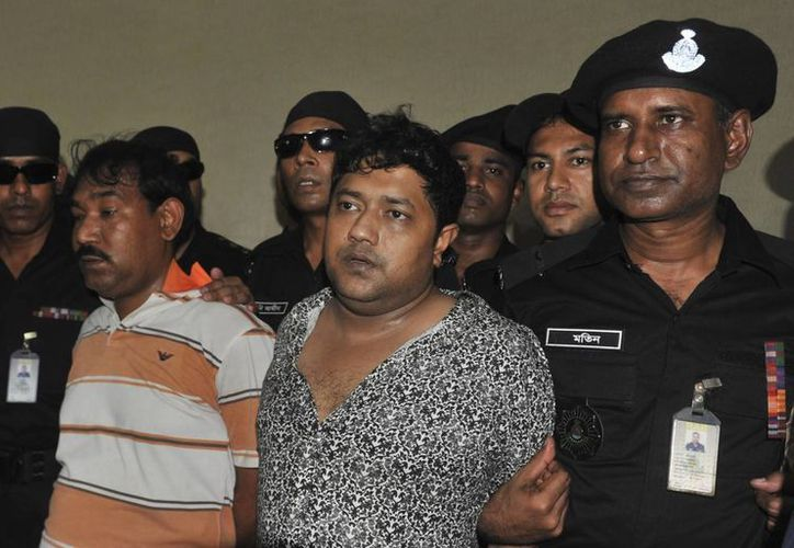 Rana (centro) asegura ser coordinador de la rama juvenil de la Liga Awami del partido gobernante en Bangladesh. (Agencias)